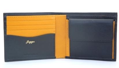 ご主人様へのプレゼントに、奥様がカスタマイズされた本革二つ折り財布