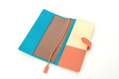 お客様がカスタムオーダーした本革ほぼ日手帳WEEKSの内装