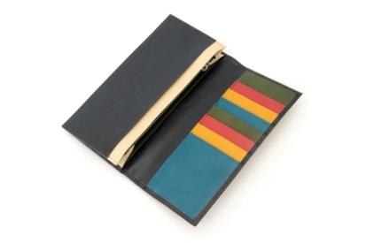 お客様がカスタマイズした本革メンズ長財布。家族への想いがぎゅっと詰まっています。