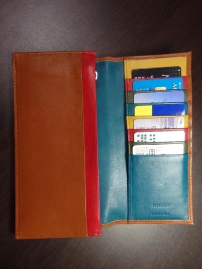 お客様が撮影された大人カラフルな本革長財布の内装写真