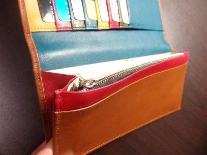 お客様が撮影された本革長財布の内装写真