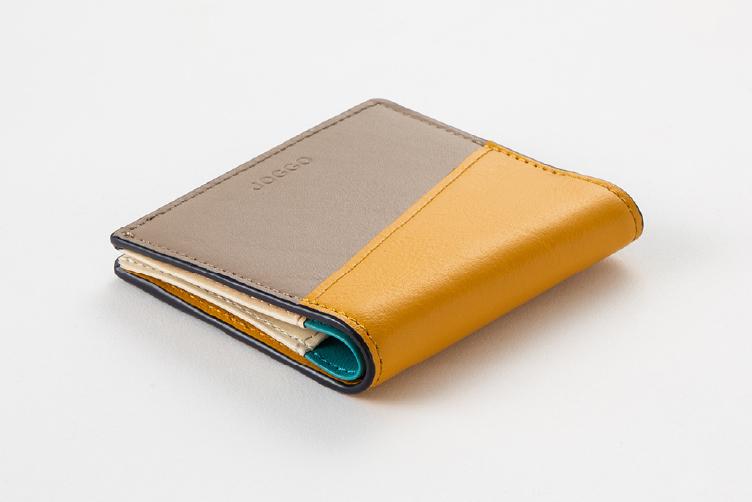 マスタードイエローとグレージュでカスタマイズされた2つ折りエッジカラー財布(アシンメトリー)