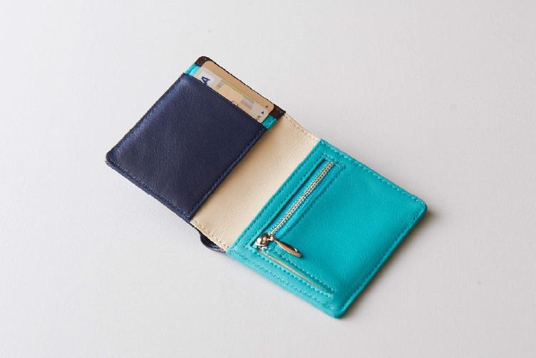 ターコイズブルーでカスタマイズされた2つ折りミニ財布