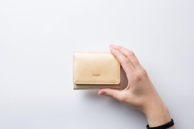 シャンパンゴールド(過去の限定色)でカスタマイズされた3つ折りミニ財布