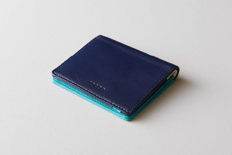 ミッドナイトネイビーでカスタマイズされた2つ折りミニ財布