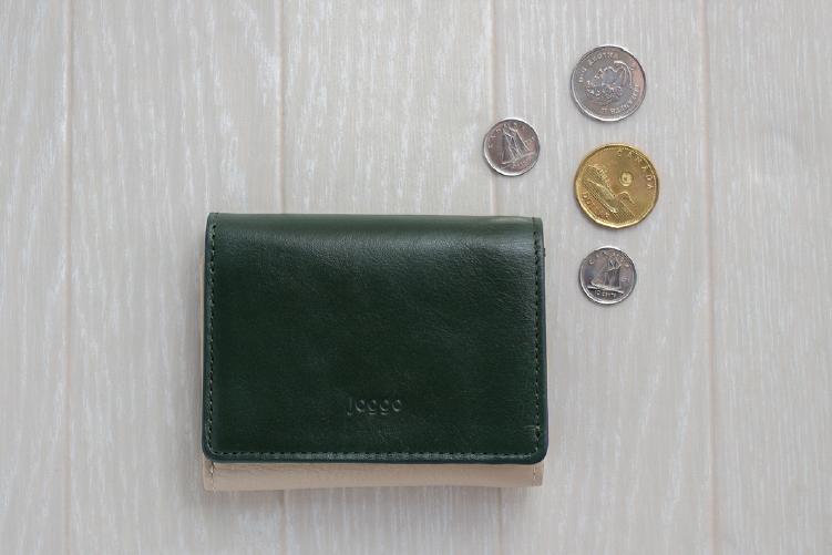フォレストグリーンでカスタマイズされた3つ折りミニ財布