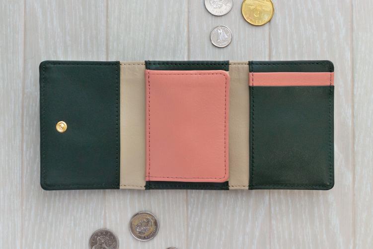 フォレストグリーンでカスタマイズされた3つ折りミニ財布(内側)