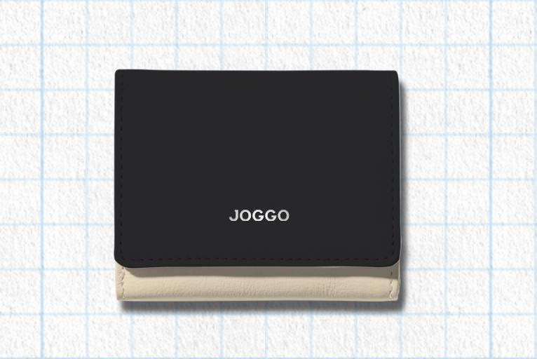 ピュアブラック、アイボリーホワイト、ピーコックブルー、ロゴ:シルバーを使用したラウンド3つ折りミニ財布のデザイン例