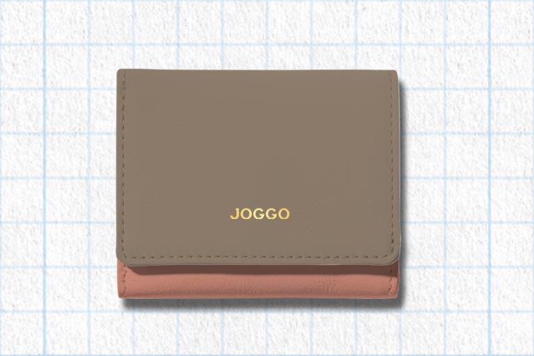 グレージュ、フラミンゴピンク、アイボリーホワイトを使用したグレージュ、フラミンゴピンク、アイボリーホワイトを使用した3つ折りミニ財布