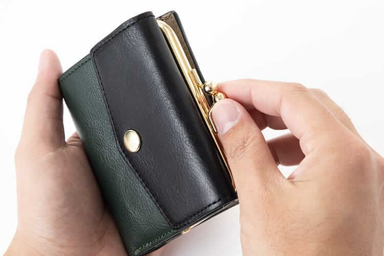 がま口の折り財布の写真
