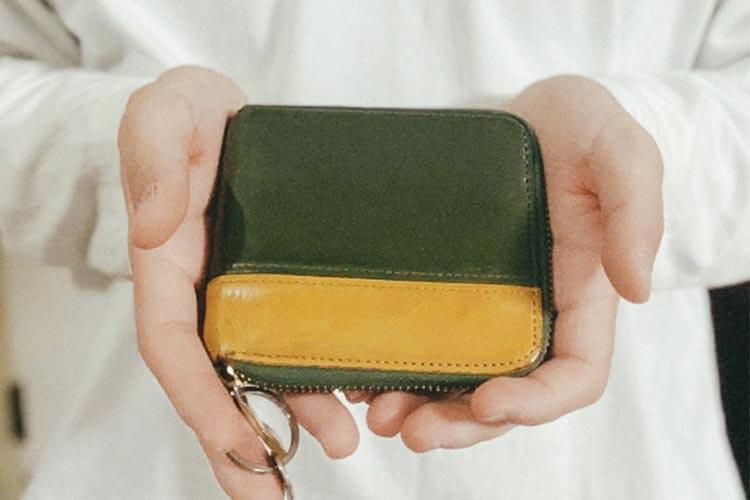 ラウンド2つ折り財布(バイカラー)外側 佐々木くんが実際にプレゼントされたもの。