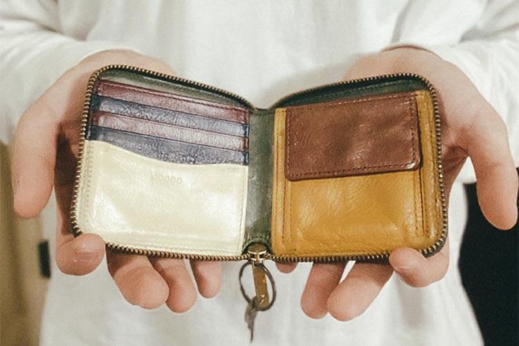 ラウンド2つ折り財布(バイカラー)内側 佐々木くんが実際にプレゼントされたもの。