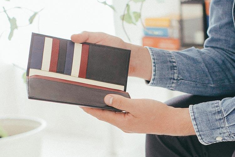 7カ所の色が選べるジョッゴのスリム長財布