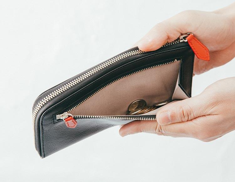 片マチ仕様の小銭入れでコインが取り出しやすい