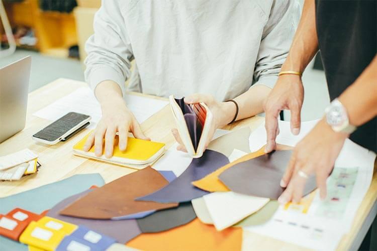 財布のデザインは自社デザイナーが担当