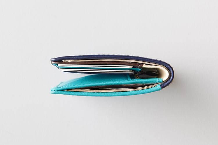 フル収納で厚み2.5cmの薄型設計財布