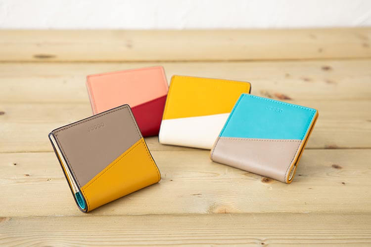 2つ折りエッジカラー財布(アシンメトリー) ¥9,790 (税込)