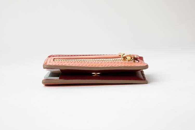 2つ折りエッジカラー財布(アシンメトリー) コバ部分