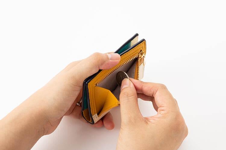 2つ折りエッジカラー財布(アシンメトリー) 小銭入れ部分