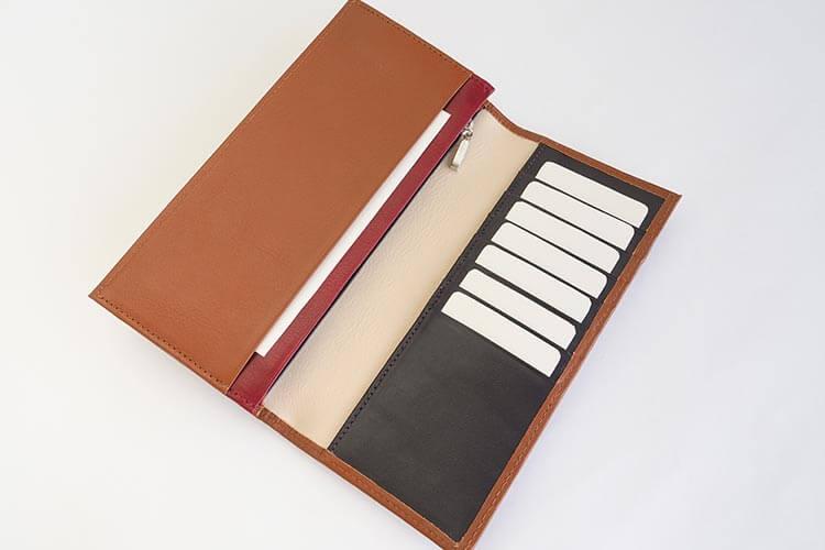 13枚のカード収納が可能なスリム長財布